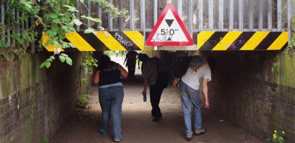 ...een andere lage brug...